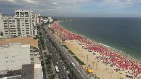 Rio-de-Janeiro-Ipanema-Beach-crowd-on-Saturday