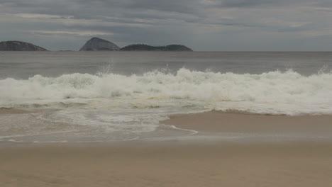 Rio-de-Janeiro-Ipanema-Beach-waves-and-islands
