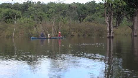 Brazilian-Amazon-family-in-a-canoe