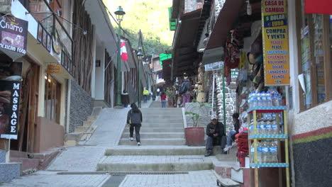Peru-Aguas-Calientes-shops-along-steps