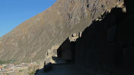 Perú-Valle-Sagrado-Ollantaytambo-Muro-Inca-Y-Pendientes-Empinadas