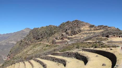 Perú-Pisac-Terrazas-Curvas-Y-Ruinas-Incas-De-Ladera-1