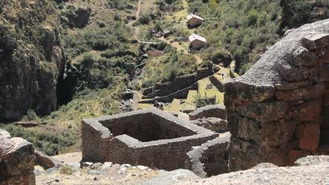 Perú-Pisac-Cubículo-De-Piedra-Y-Accidentado-Valle-5