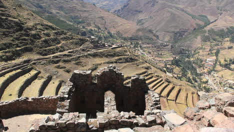 Peru-Pisac-notched-wall-with-arch-and-terraced-hillside-6
