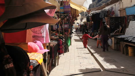 Peru-Pisac-market-kids-hold-hands-walking-9