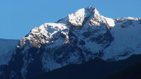 Peru-Andengipfel-Mit-Schnee