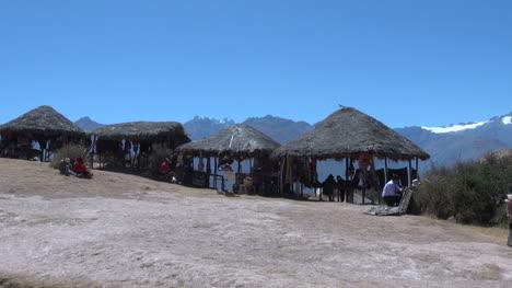 Peru-Montaña-View-Y-Mercado-De-Techo-De-Paja