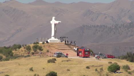Peru-Sacsayhuam-n-Christ-with-tourist-bus