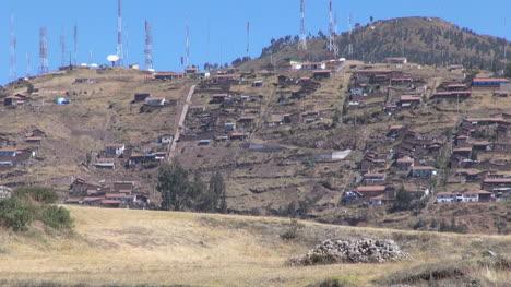 Peru-Cusco-suburbs-on-a-mountainside