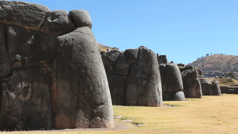 Peru-Sacsayhuaman-wall-with-rounded-buttress-stones-9