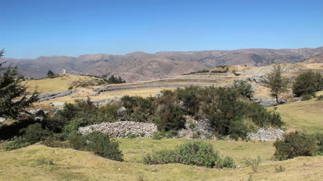 Peru-Sacsayhuaman-walls-from-a-distance-and-rubble-pile-10