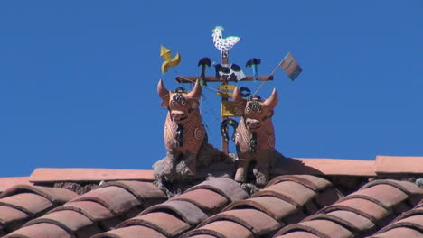 Peru-Sacred-Valley-ceramic-bulls-on-roof-top-13