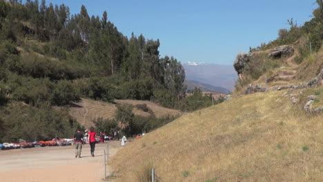Perú-Pareja-Camina-Camino-Al-Sitio-De-La-Ruina
