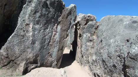 Peru-Quenko-leaning-slab-forms-doorway-2