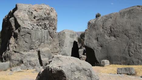 Peru-Quenko-monoliths-and-notch-gap-3