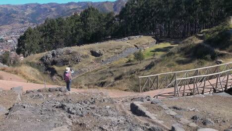 Peru-Quenko-hiker-near-bridge-at-site-with-ruins-7