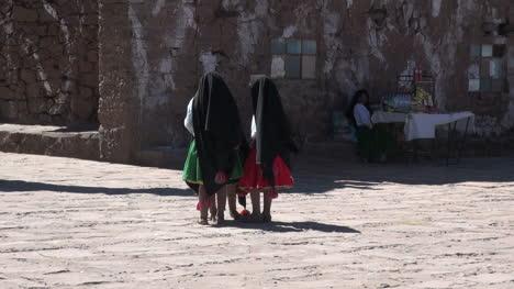 Peru-Taquile-children-in-black-shawls-vend-wares-5