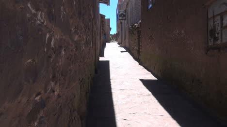 Peru-Taquile-rugged-wall-and-narrow-street-10