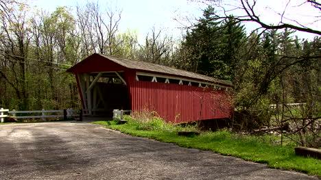 Vista-Lateral-Del-Puente-Cubierto-De-Ohio