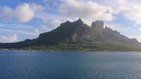 Bora-Bora-Mount-Otemanu-pan