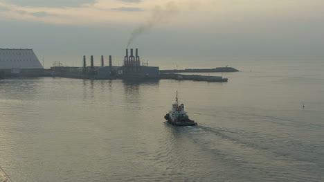 Guatemala-docks-with-tug-boat