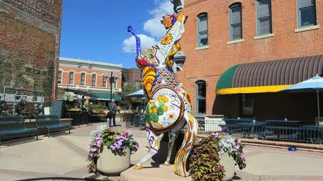Colorado-Fort-Collins-Decorado-Caballo-Estatua