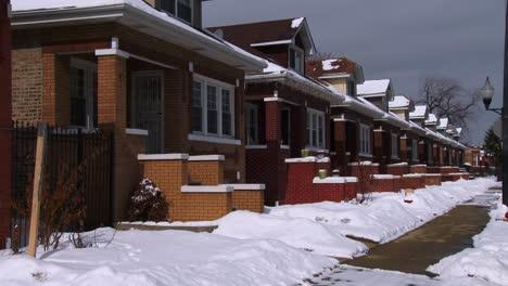 Eine-Reihe-Von-Reihenhäusern-Im-Winter-In-Der-Nähe-Von-Chicago