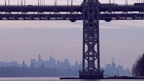 The-George-Washington-Bridge-connects-New-Jersey-to-New-York-state-with-the-Manhattan-skyline