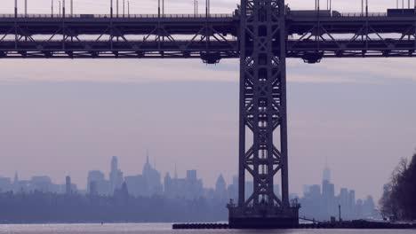 El-Puente-George-Washington-Conecta-Nueva-Jersey-Al-Estado-De-Nueva-York-Con-El-Horizonte-De-Manhattan
