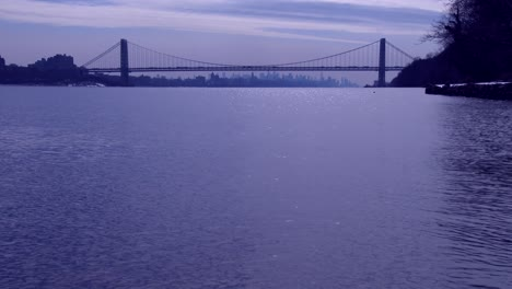 The-George-Washington-Bridge-connects-New-Jersey-to-New-York-state-with-the-Manhattan-skyline-5