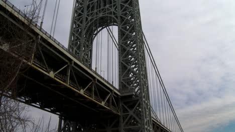 Vista-De-ángulo-Bajo-El-Puente-George-Washington-Que-Conecta-Nueva-York-Con-Nueva-Jersey