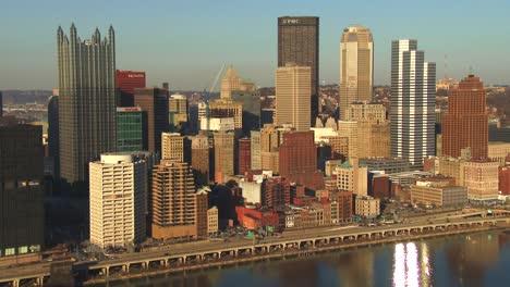 El-Centro-De-Pittsburgh-Pennsylvania-Al-Atardecer