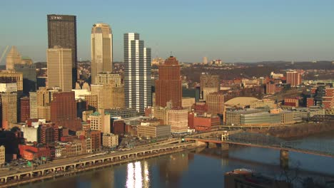 El-Centro-De-Pittsburgh-Pennsylvania-Al-Anochecer-1