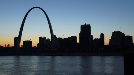 The-St-Louis-arch-at-dusk-1