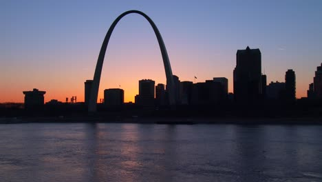 The-St-Louis-arch-in-twilight-light-1