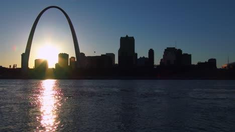 El-Arco-De-St-Louis-Al-Atardecer-1