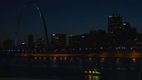 St-Louis-at-night-including-the-arch