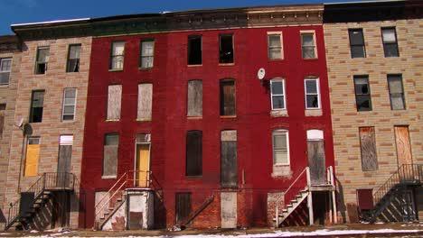 Edificios-Abandonados-En-Un-Tugurio-Del-Norte-De-Baltimore-1