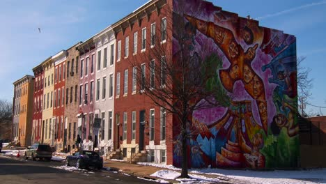 Buildings-are-painted-with-beautiful-art-in-a-Baltimore-slum-1