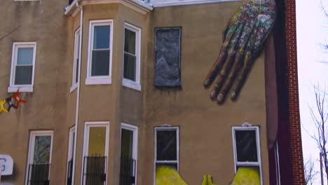 Buildings-are-painted-with-beautiful-art-in-a-Baltimore-slum-2
