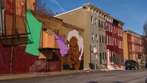 Buildings-are-painted-with-beautiful-art-in-a-Baltimore-slum-4