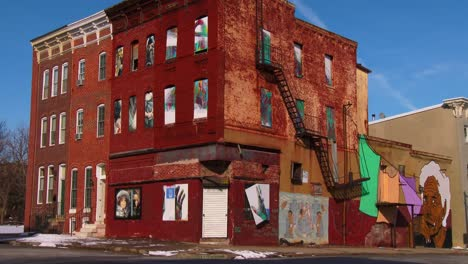 Buildings-are-painted-with-beautiful-art-in-a-Baltimore-slum-5