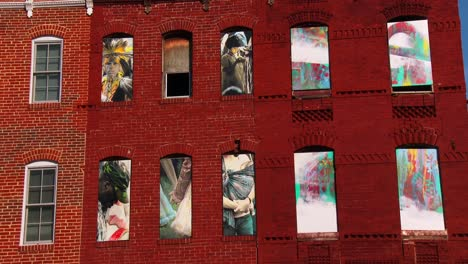Buildings-are-painted-with-beautiful-art-in-a-Baltimore-slum-9