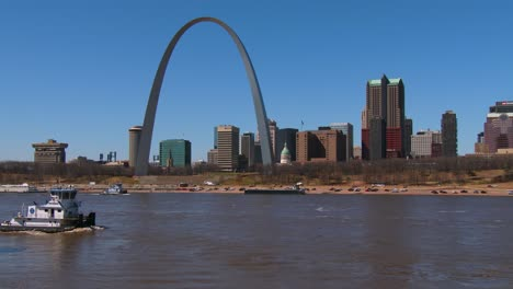 A-tugboat-travels-on-the-Mississippi-River-near-St-Louis