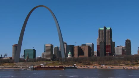 A-barge-travels-on-the-Mississippi-River-near-St-Louis-1