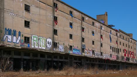 Abandoned-warehouses-covered-in-graffiti-in-an-industrial-area-of-St-Louis-Missouri