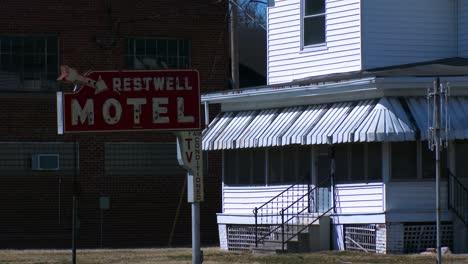 Un-Viejo-Motel-Junto-A-La-Carretera