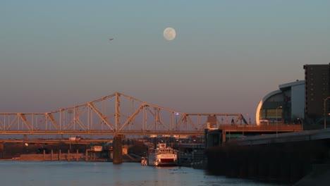 Los-Puentes-Cruzan-El-Río-Ohio-Cerca-De-Louisville-Kentucky-Al-Atardecer