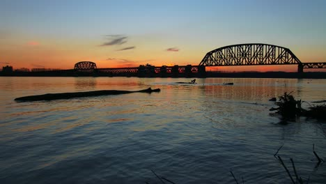 A-bridge-spans-the-Ohio-River-near-Louisville-Kentucky-at-dusk