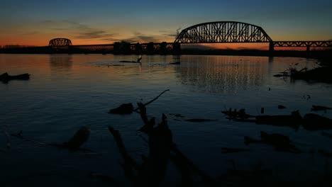 A-bridge-spans-the-Ohio-River-near-Louisville-Kentucky-at-dusk-1